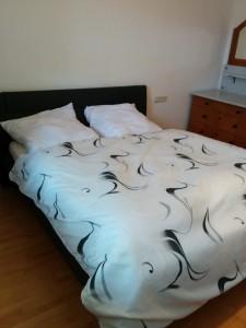 Schlafzimmer mit Doppelbett 1,60 m