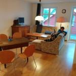 Wohnzimmer mit Esstisch und zusätzlichen Schlafmöglichkeiten (Schlafsofas)