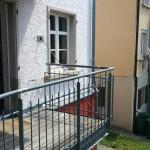 Links ist die Balkontür